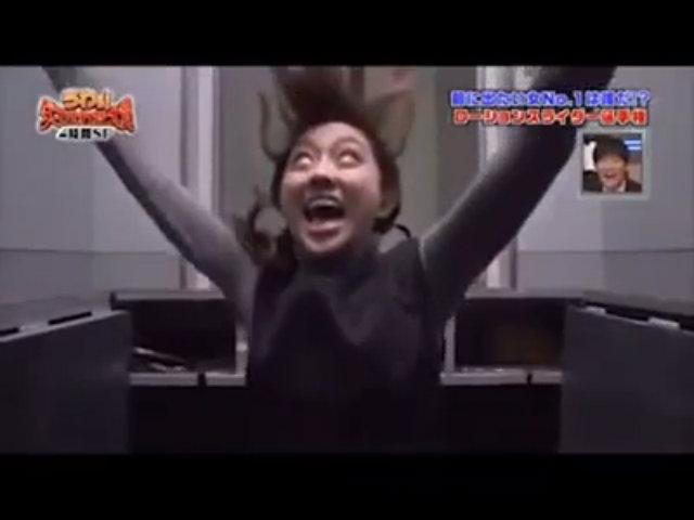 Thiếu nữ Nhật Bản kinh hãi vì bị chơi khăm trong thang máy