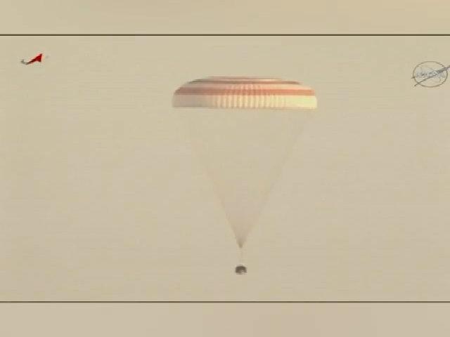 Phi hành gia NASA trở về Trái Đất sau kỷ lục sống trong vũ trụ