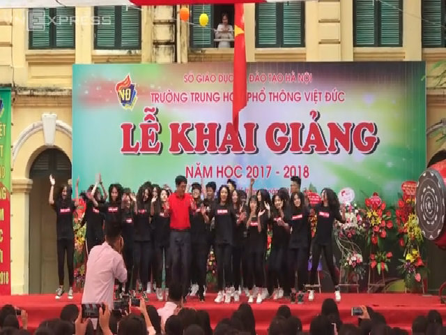 Hiệu trưởng Việt Đức nhảy hiện đại
