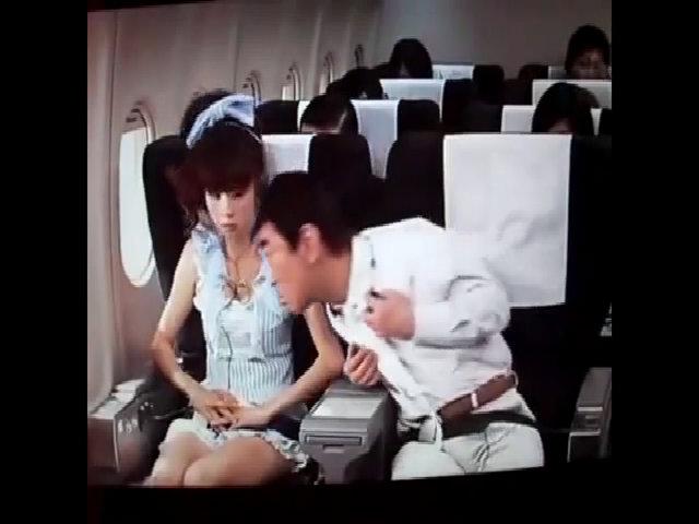 Nữ hành khách Nhật hốt hoảng vì ngồi cạnh tiếp viên dởm