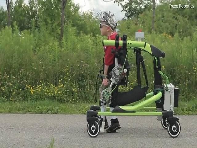 Robot giúp trẻ em khuyết tật tự đi lại được