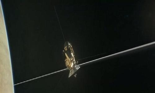 Tàu vũ trụ 3,3 tỷ USD của NASA sắp tự sát trên sao Thổ