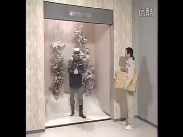 'Bỏ của chạy lấy người' vì thang máy đóng băng