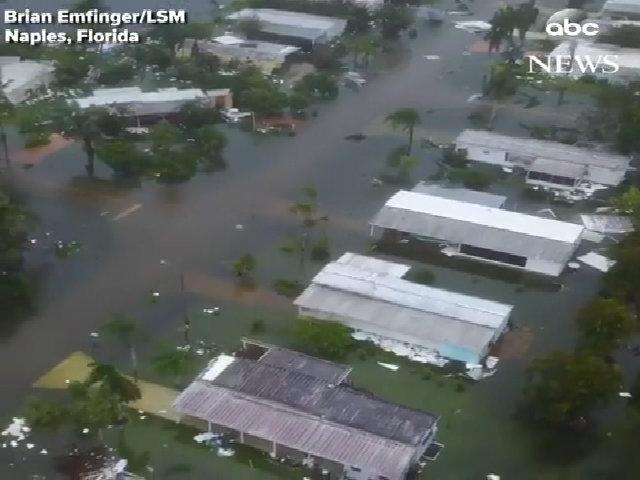 Thành phố Naples ngâm mình trong nước lụt sau Irma