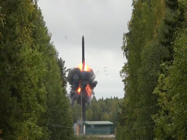 Nga công bố video thử ICBM có thể mang 10 đầu đạn nhiệt hạch