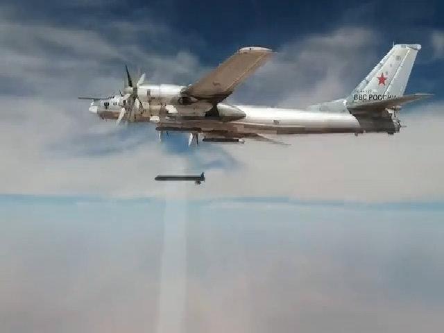 Oanh tạc cơ Nga nã tên lửa thổi bay mục tiêu IS ở Syria
