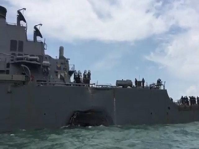 Tàu khu trục Mỹ không thông báo hướng đi trước khi bị đâm