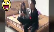 Cô gái tung cước hạ gục bạn trai vì ăn vụng