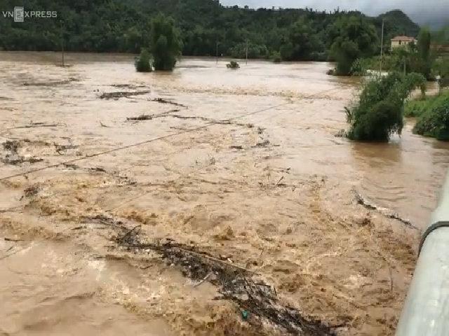 Thêm nhiều người chết và mất tích trong mưa lũ ở Thanh Hoá