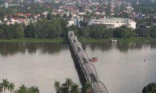 Cầu Trường Tiền nhìn từ trên cao.