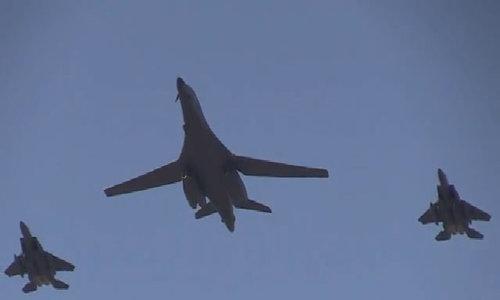 Oanh tạc cơ chiến lược Mỹ biểu diễn trên bầu trời Hàn Quốc