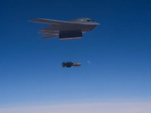 Giây phút oanh tạc cơ B-2 thả bom siêu xuyên phá nặng 14 tấn