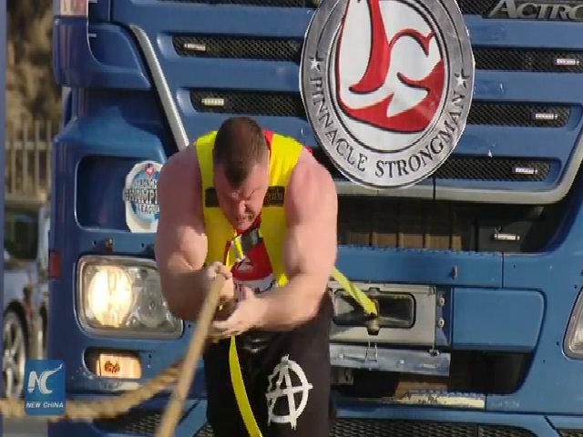 Jordan tổ chức thi kéo xe tải 21 tấn