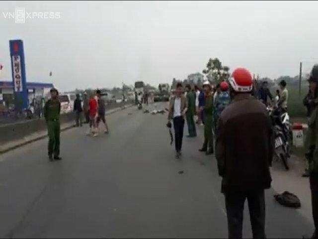 Tránh con bò, hai người đàn ông bị xe đầu kéo tông tử vong (bản mới)
