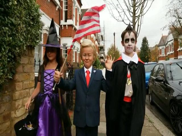 Trẻ em Anh thích hóa trang thành ông Trump trong lễ hội Halloween