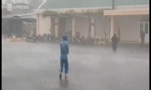 Bão Damrey tấn công Khánh Hoà, Phú Yên 6 tiếng - Video Embed