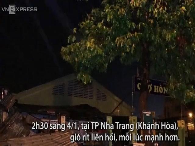 Hàng trăm người dân Nha Trang trú bão ở nhà văn hóa