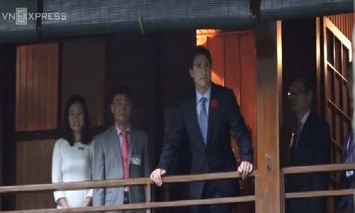 Thủ tướng Canada thắm nhà sàn và cho cá ăn trong Phủ chủ tịch