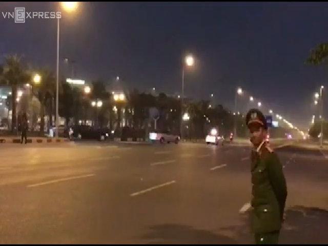 Đoàn xe Tổng thống Mỹ tiến về trung tâm Hà Nội