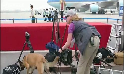 An ninh sân bay thắt chặt tiễn tổng thống Trump