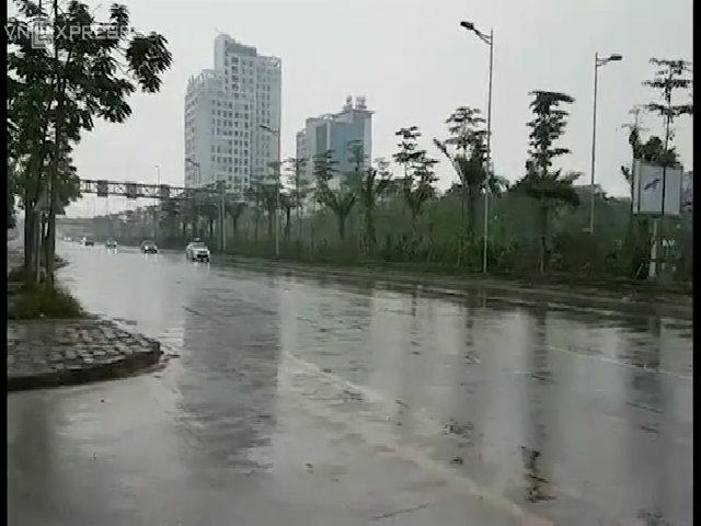 Xe ông Tập qua cầu Nhật Tân