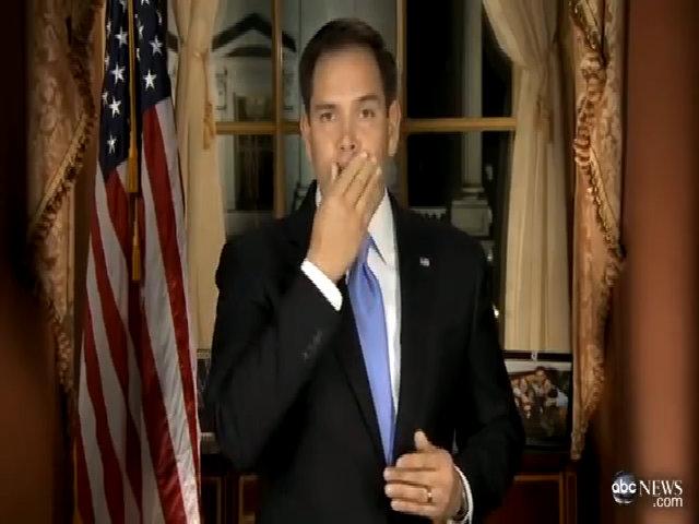 Macro Rubio dừng phát biểu để uống nước