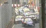 Đâm xe 'dồn toa' trên đường đua Macau