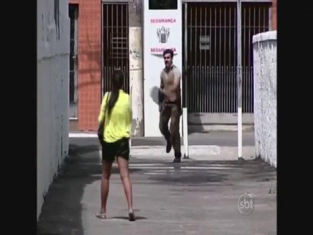 Chạy thục mạng khi thấy người da đỏ trên phố