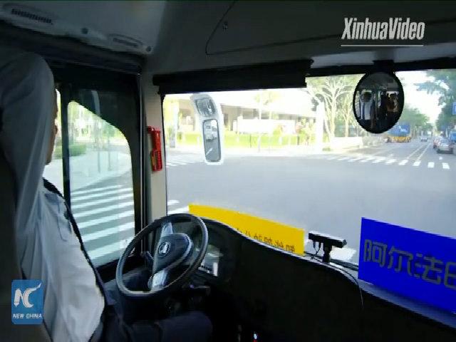 Xe buýt tự lái mới chạy thử nghiệm trên đường phố Trung Quốc