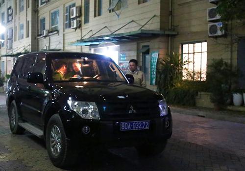 Xe công an xuất hiện tại nhà ông Đinh La Thăng