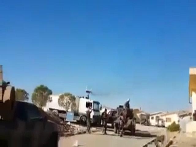 MiG-29 Syria biểu diễn bay sát đầu đồng đội trên mặt đất