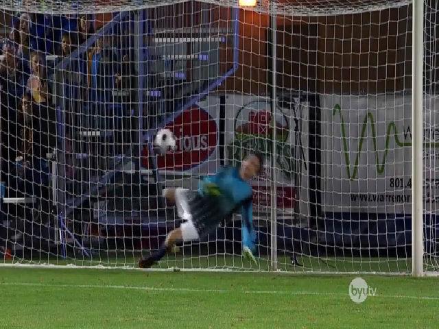 Cả nước Mỹ 'phát cuồng' chàng thủ môn 5 lần cản phá penalty bằng mặt