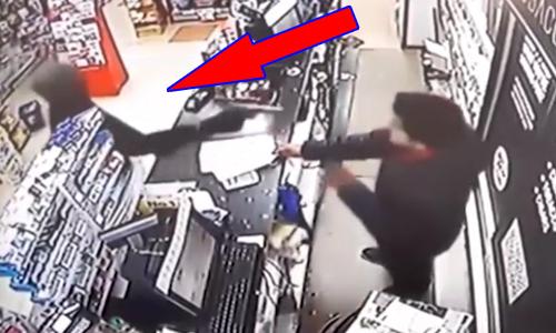 Kẻ cướp bị hạ đo ván vì gặp phải chủ cửa hàng giỏi võ