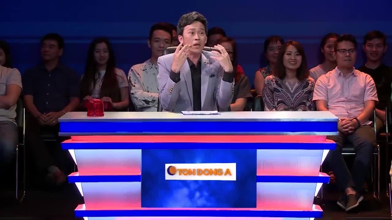 Hoài Linh chạy lên sân khấu 'dọa đánh' Phi Nhung vì sợ lộ bí mật