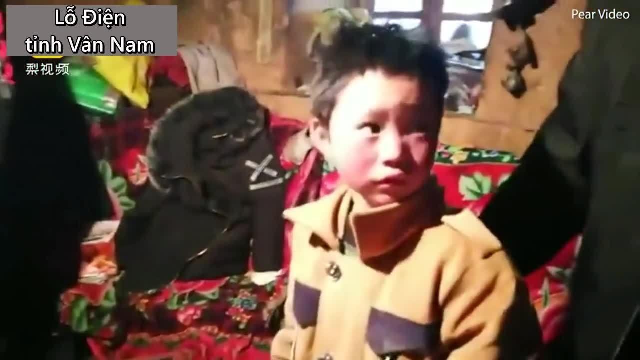Tới thăm nhà của cậu bé Trung Quốc tóc đóng băng đến trường