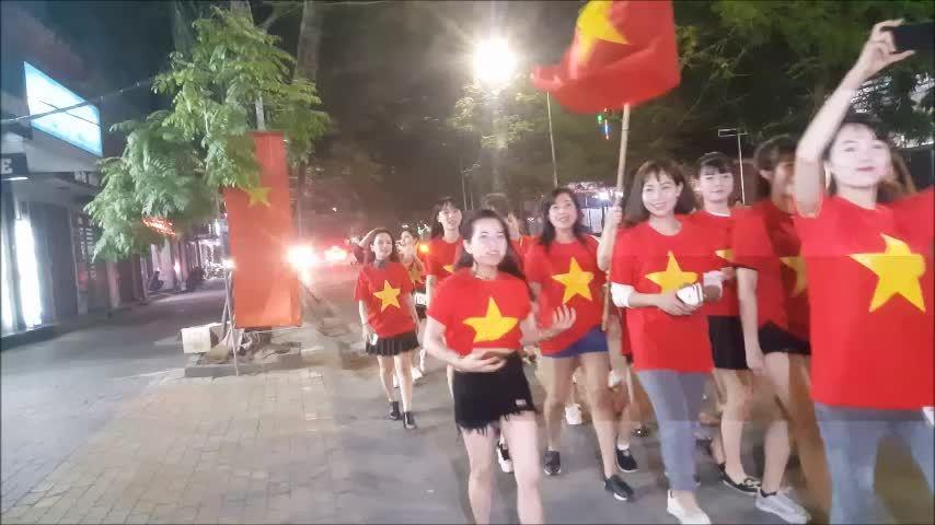 U23 Việt Nam chiến thắng, người dân Hải Phòng rò reo thông đêm
