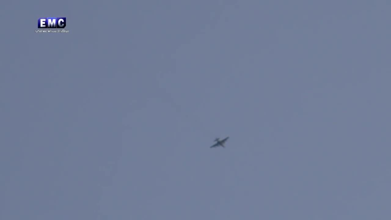 Khoảnh khắc Su-25 Nga bay giữa lưới lửa phòng không phiến quân