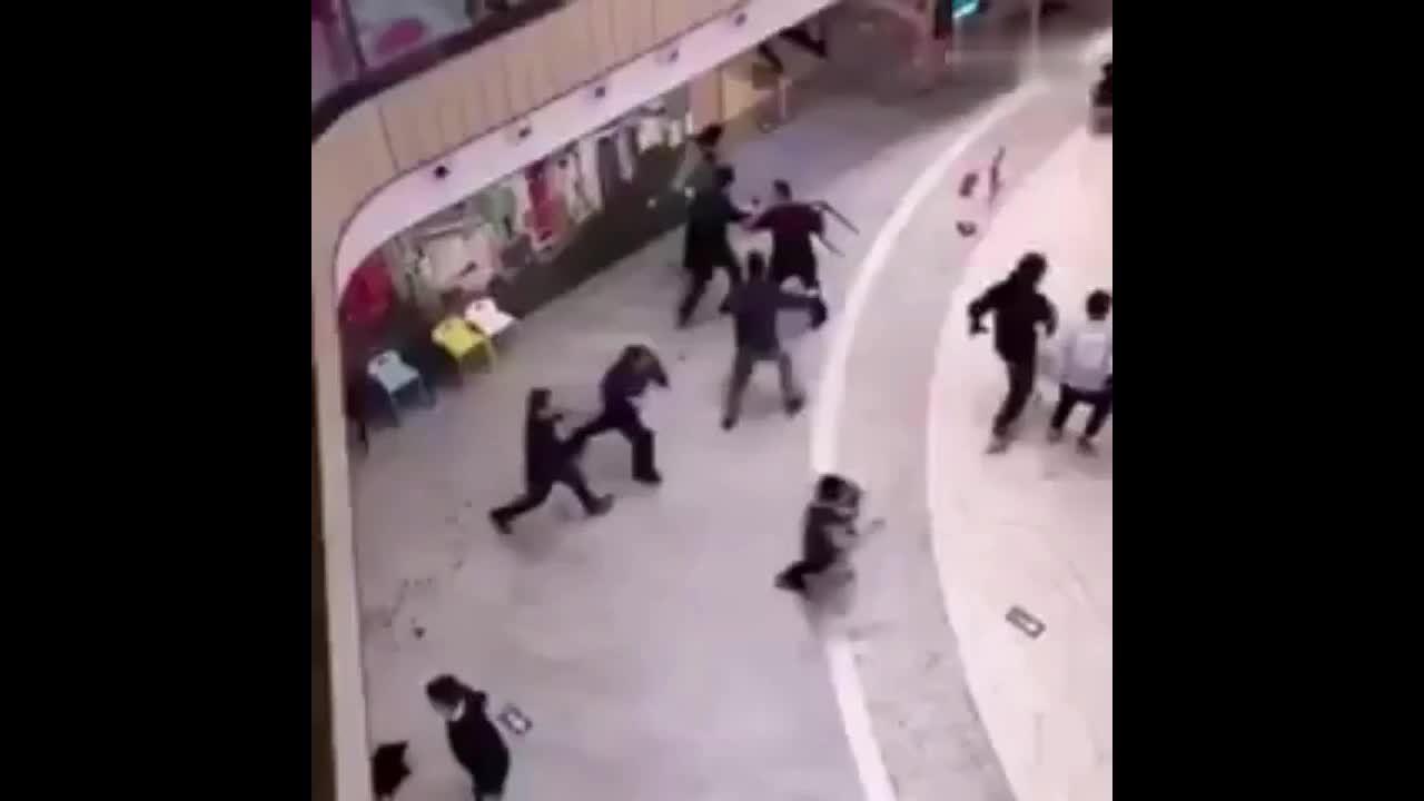 Đâm dao ở trung tâm thương mại Bắc Kinh, một người chết