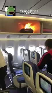 Sạc dự phòng phun khói lửa khiến khách chạy khỏi máy bay Trung Quốc