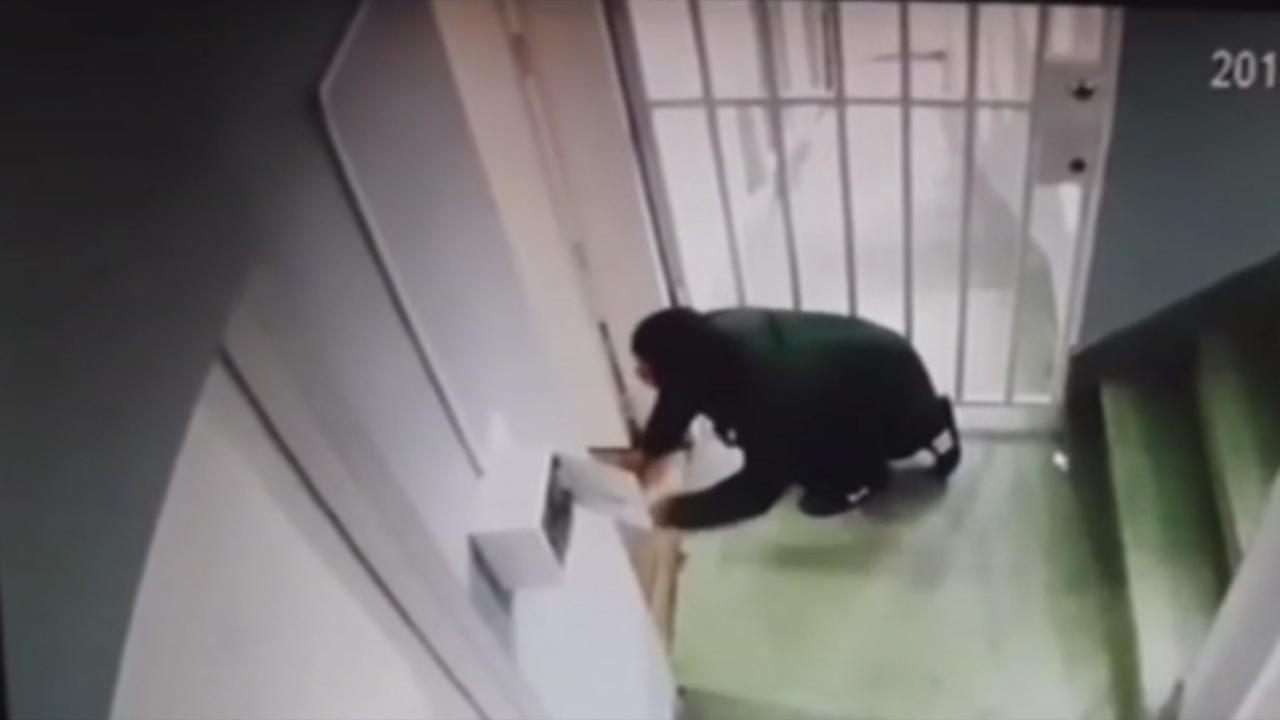 Tên trộm bị đánh túi bụi vì mò vào học viện võ thuật