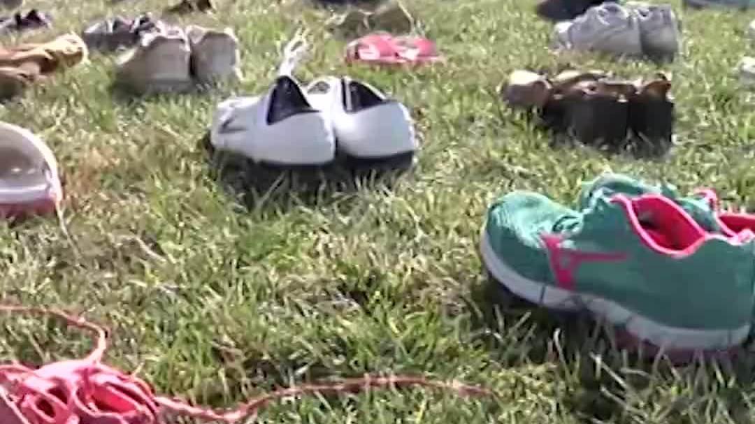 Đồi Capitol phủ kín giày của trẻ em Mỹ thiệt mạng vì súng đạn