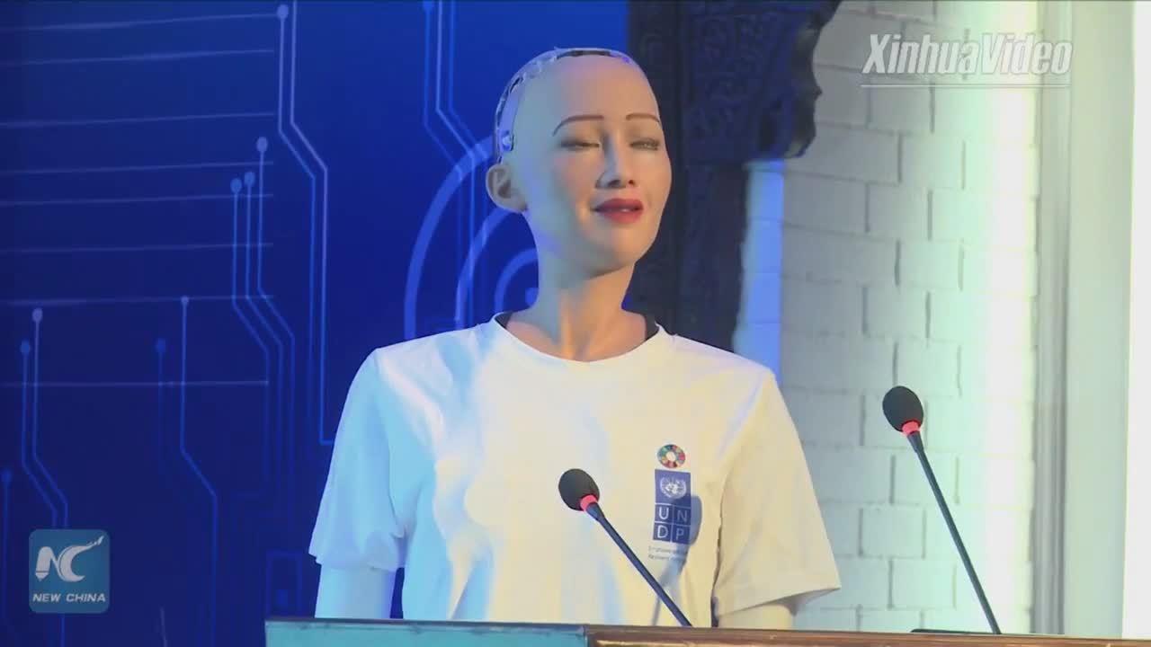 Nữ robot giống người phát biểu trong sự kiện của Liên Hiệp Quốc
