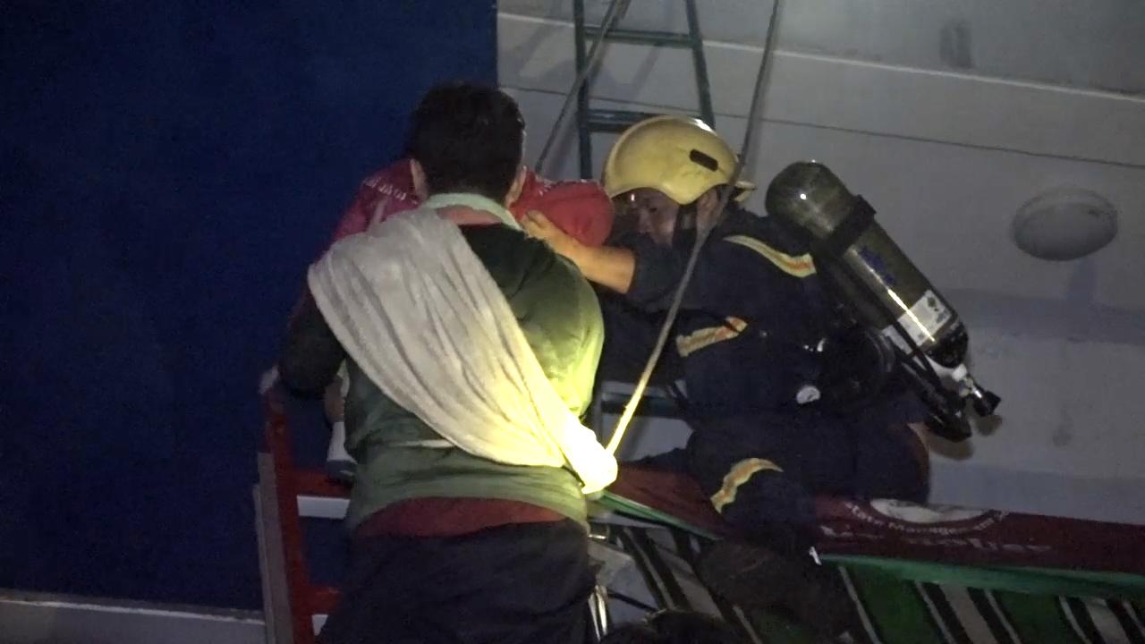Lính cứu hỏa trong vụ cháy chung cư