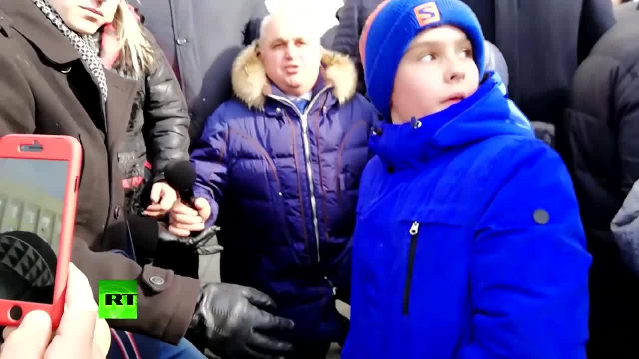 Quan chức Nga quỳ xin lỗi về vụ cháy trung tâm thương mại