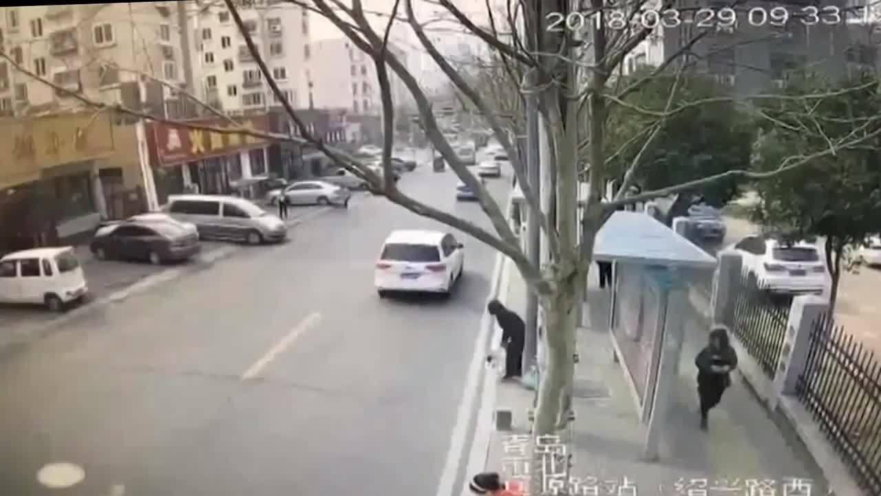Nhà hàng Trung Quốc nổ tung như phim trường chiến tranh