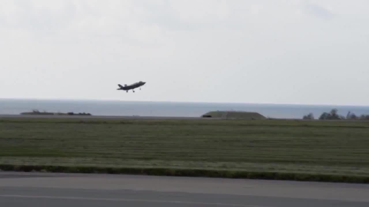 Thất bại muối mặt của siêu tiêm kích F-35 trước F-15 tại Nhật