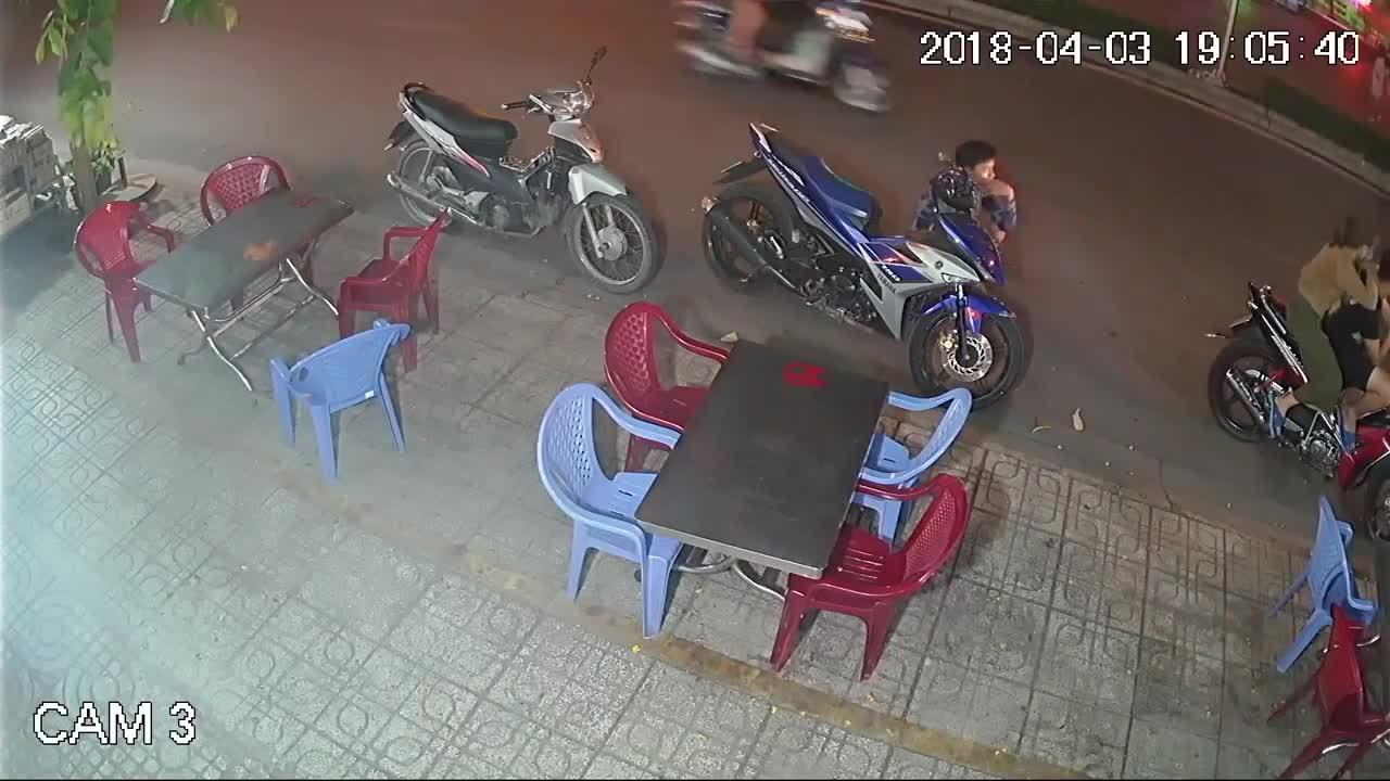 Nam thanh niên trộm Exciter 150 mà không cần bẻ khóa