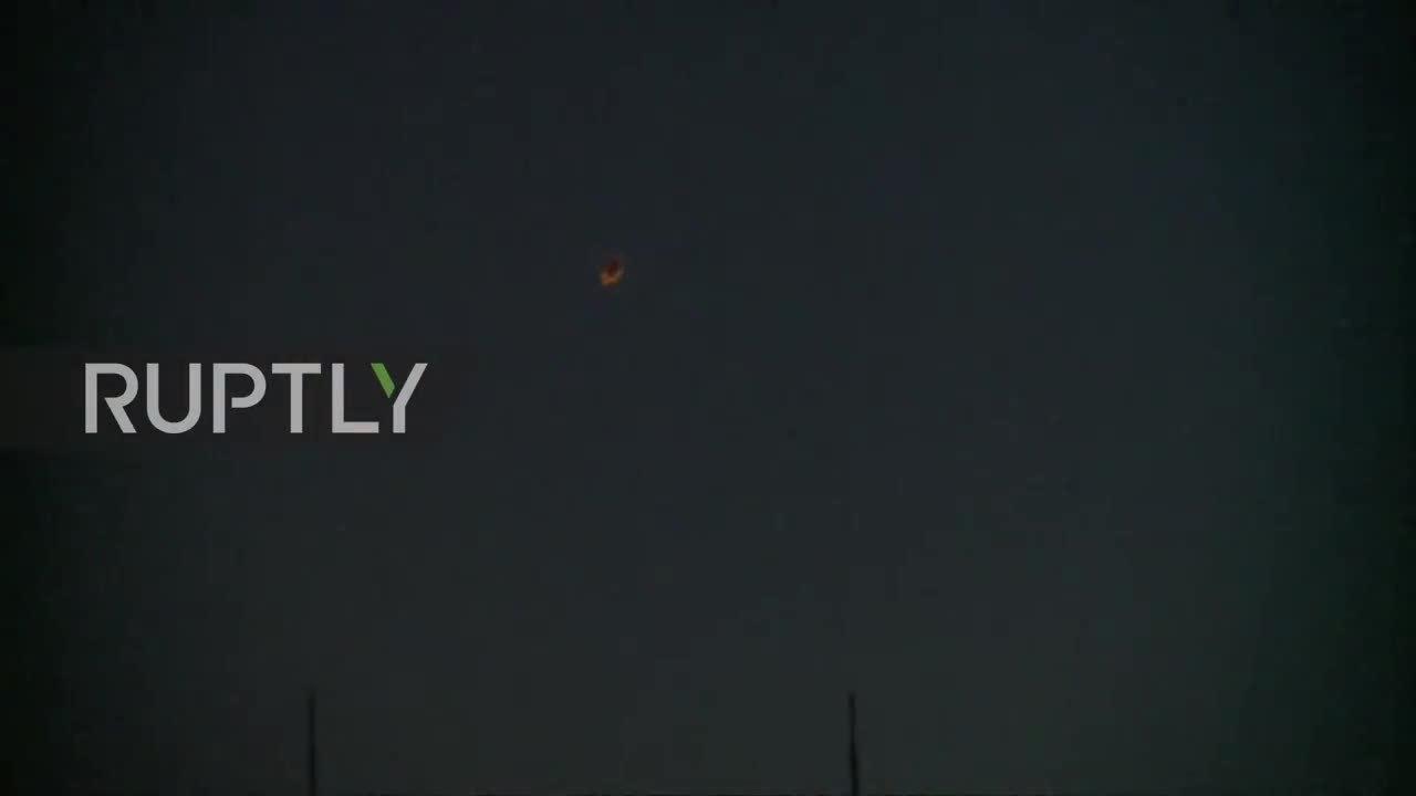 Tên lửa Mỹ bị Syria đánh chặn, nổ tung trên bầu trời Damascus