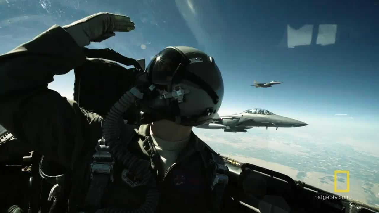 Màn 'đuổi theo Mặt Trăng' của biên đội tiêm kích F-15 Mỹ