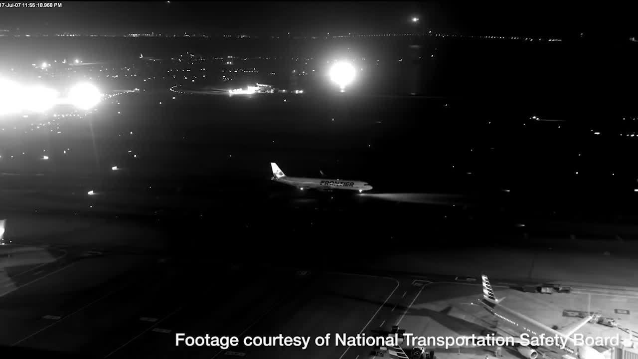 Máy bay Canada suýt đâm 4 phi cơ chở hơn 1.000 người vì hạ cánh nhầm đường băng